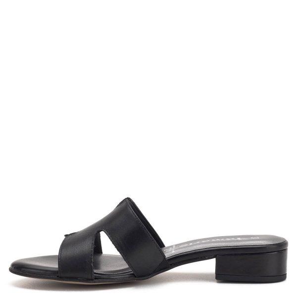 Tamaris papucs fekete színben, puha memóriahabos talpbéléssel. Kényelmes, enyhén emelt sarka egész napra kényelmes viselet. a Tamaris 2019-es nyári kollekciójának darabja - Tamaris 1-27123-22 003