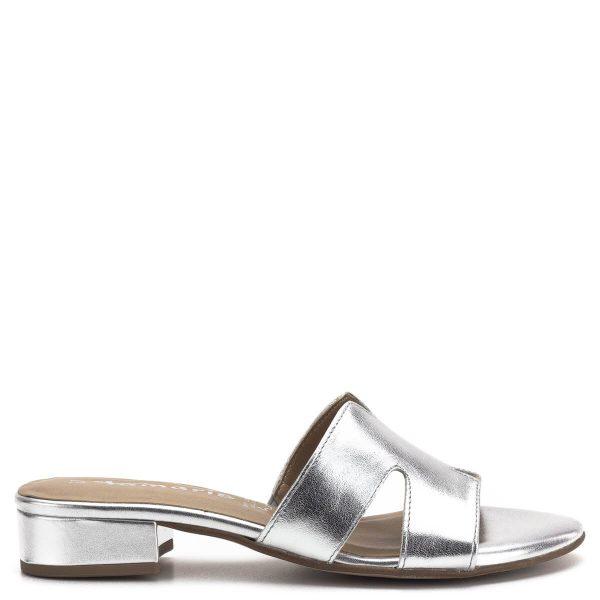 Tamaris papucs ezüst színben, puha memóriahabos talpbéléssel. Kényelmes, enyhén emelt sarka egész napra kényelmes viselet, a Tamaris 2019-es nyári kollekciójának darabja - Tamaris 1-27123-22 942