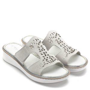 Tamaris papucs törtfehér színben, lézervágott mintával. Komfortos kialakítású bőr papucs kényelmes gumi talppal, nagyon puha talpbéléssel. A lábfejen magasabban található pánt tépőzárral állítható - Tamaris 1-27128-22 113