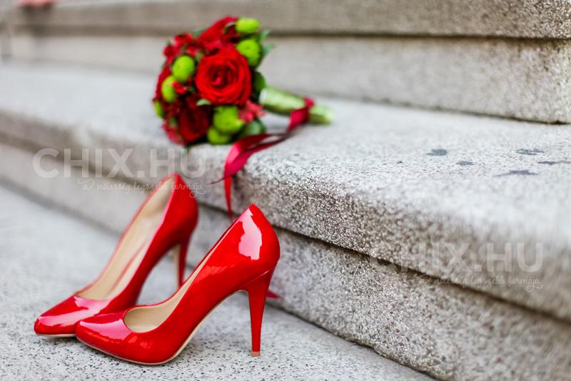Egy piros lakk alkalmi cipő magával ragad mindenkit