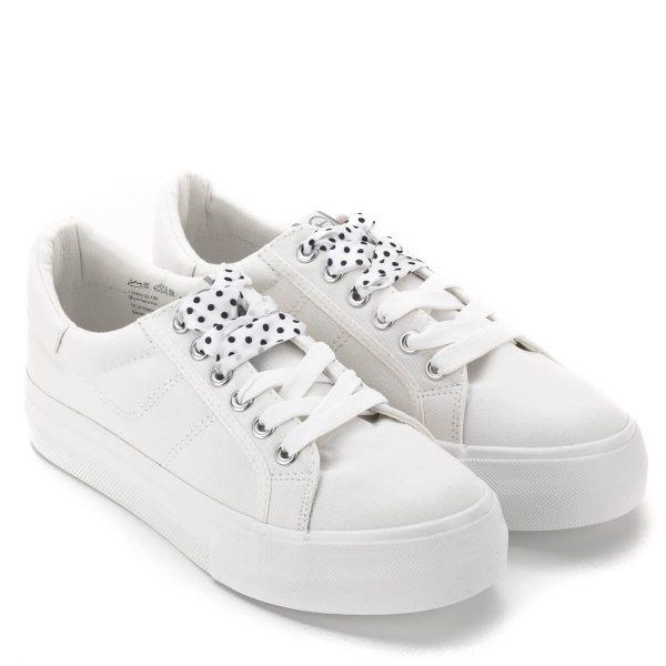 Tamaris cipő fehér színben, a Tamaris új kollekciójából. A vastag gumi talpú tornacipőhöz kétféle fűző tartozik. Kényelmes, fiatalos, trendi cipő - Tamaris 1-23602-22 100