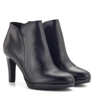 Tamaris bokacsizma magas sarokkal, fekete színben