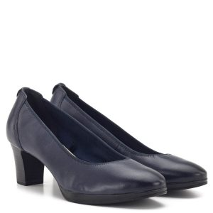 Kék színű tömbsarkú Tamaris cipő 6 cm-es sarokkal, enyhén emelt, platformos talppal. ANTIShokk sarok és memóriahabos TouchIt talpbélés került beépítésre. A puha bőr felső igazodik a lábhoz, a tömbös sarok pedig egész nap stabilitást biztosít - 1-22446-23 805