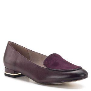 Elegáns Tamaris női cipő bordó színben, kis sarokkal. A cipő sarkában arany fém díszcsík fut. Anyaga bőr, elején velúr bőr anyagból készült. A memóriahabos Touch It talpbélés felel az egész napos kényelemért - Tamaris 1-24201-33 537