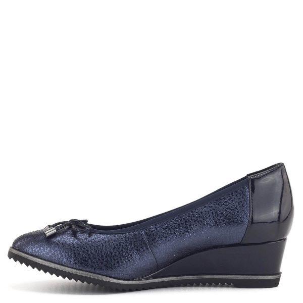Telitalpú Tamaris cipő kék színben