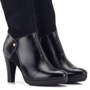 Női alkalmi csizma fekete színben, velúr szárral. Sarka 9 cm magas