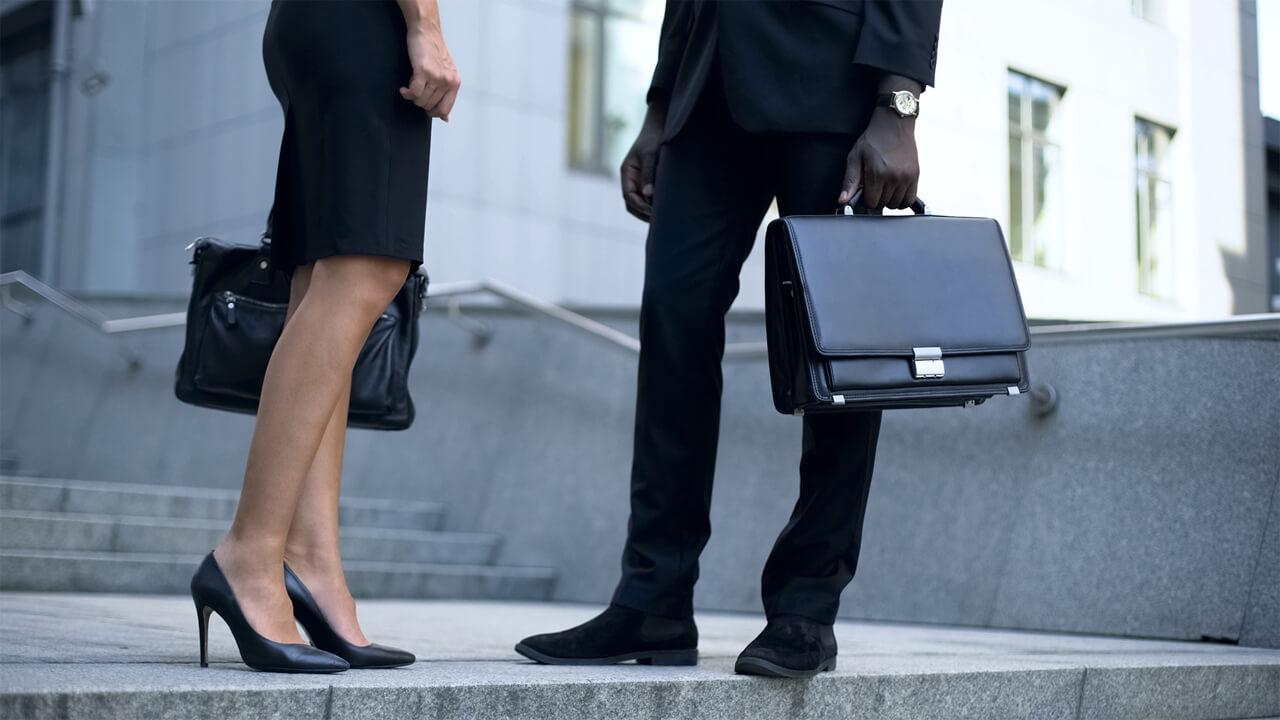 Milyen cipőt vegyek fel irodába menet, hogy a lábaim ne fájjanak egész nap?