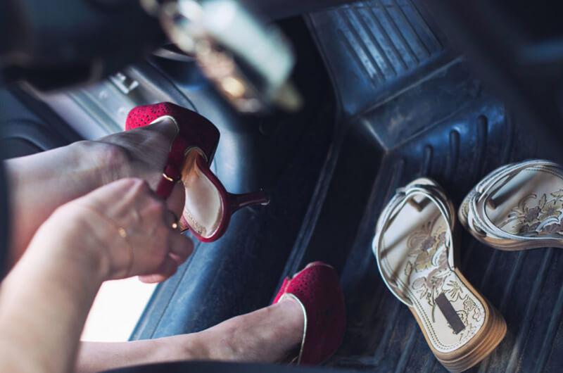 Cipőválasztási tippek irodai környezetbe nőknek. Cserélj cipőt vezetés közben!