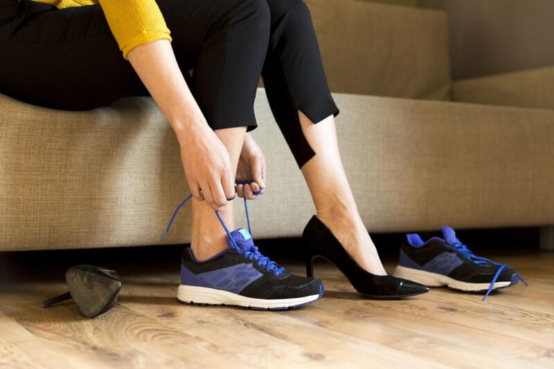 Sneakerünket bátran hordhatjuk az irodában is