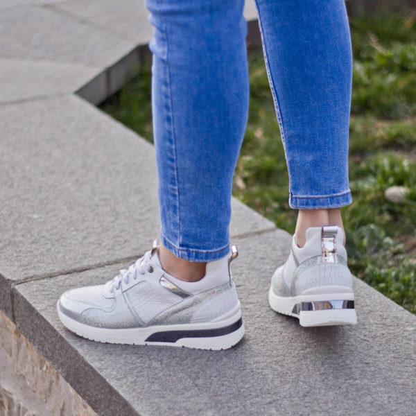 Carla Ricci fehér színű fűzős női sneakers cipő lapos talppal 10