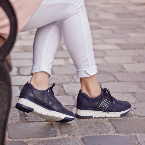 Sötétkék bőr Tamaris sneakers cipő - Tamaris 1-23745-24 885 10