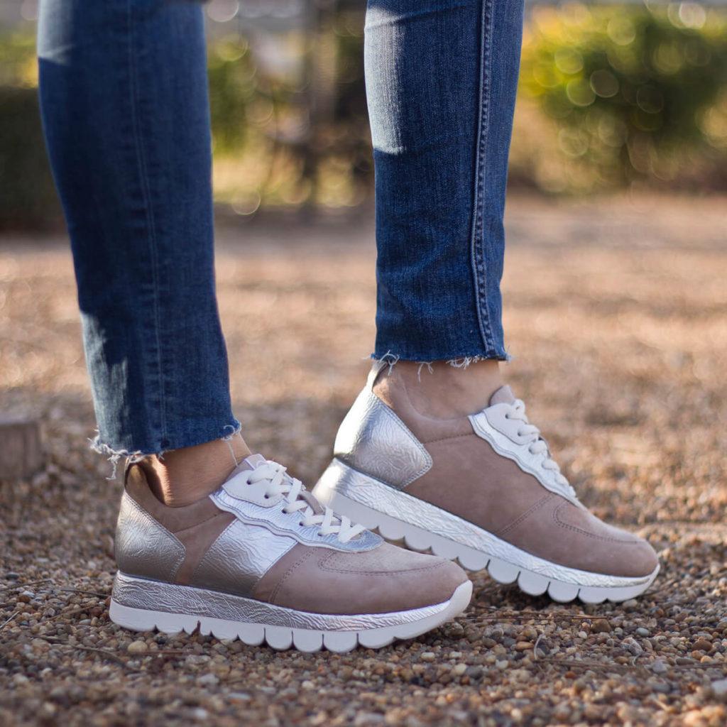 Tamaris fűzős sneakers bézs-ezüst színben - Tamaris 1-23747-24 430 10