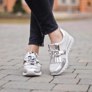 Caprice belebújós női sportcipő, fehér-ezüst színben - Caprice 9-23700-24 930 10