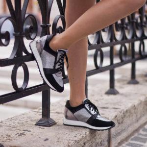 SIMEN sneakers cipő fekete-ezüst színben. Divatos fűzős női tornacipő 10