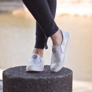 Carla Ricci női slipon cipő gumi talppal, ezüst színben, bőrből 10