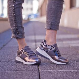 Szürke Menbur női sneakers emelt sarokkal. Fűzős platformos tornacipő 1