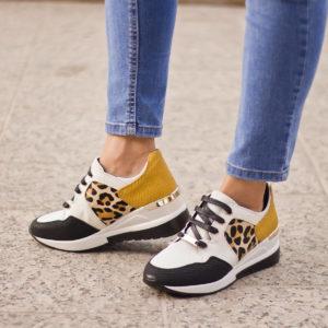 Fekete-fehér-sárga Menbur női sneakers cipő emelt sarokkal.